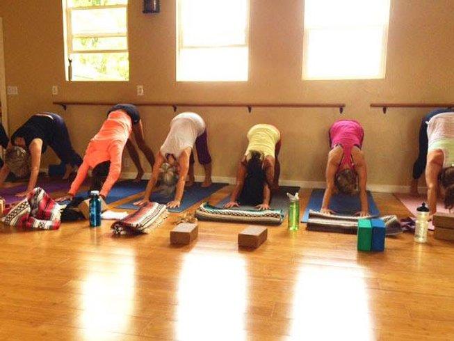 24 Tage 200-Stunden Yogalehrer Ausbildung auf Maui, USA