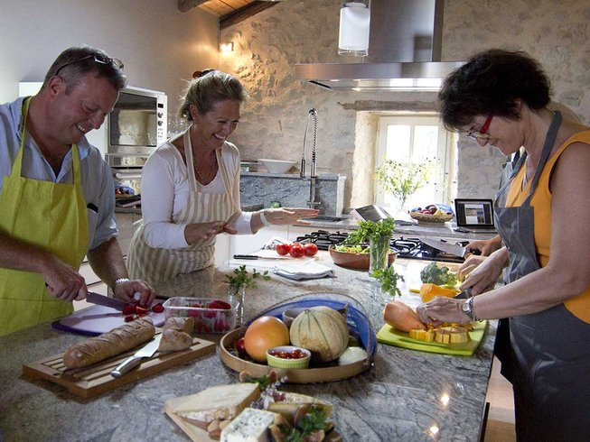 4 Days Luxury Cooking Holidays in South West France