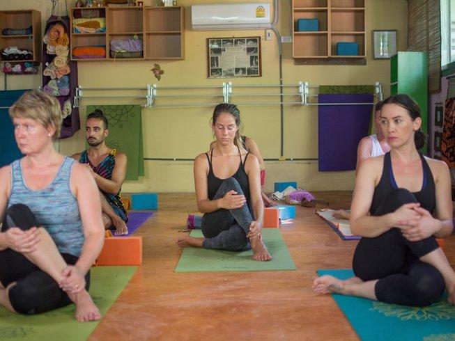 28 días profesorado de yoga Hatha de 200 horas en Krabi, Tailandia