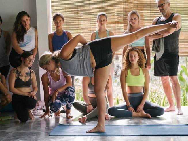 22 días profesorado de yoga Vinyasa de 200 horas en Lombok, Indonesia