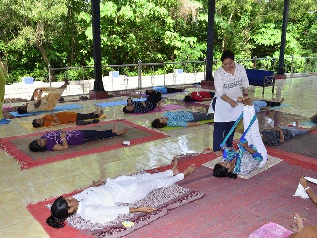 28 días profesorado de yoga de 200 horas en Rishikesh, India
