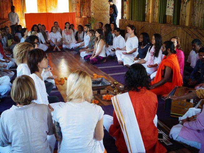 9 Tage 100-Stunden Ganzheitliche Yogalehrer Ausbildung in Rishikesh, Indien