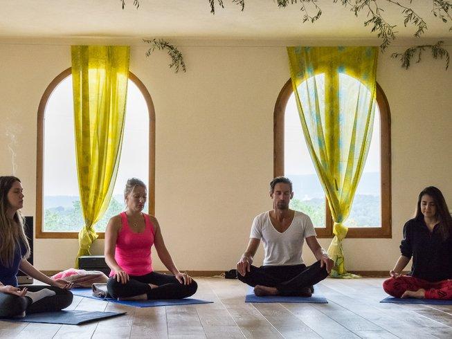 4 días despierta el corazón con un retiro de yoga de verano en España