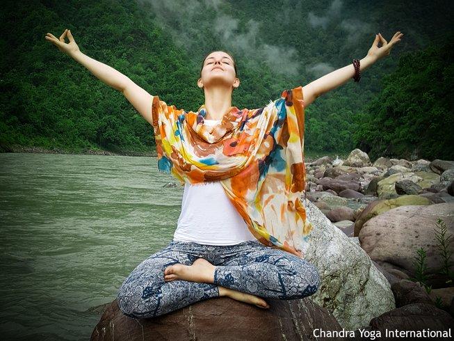 28 días de profesorado de yoga de 200 horas en Rishikesh