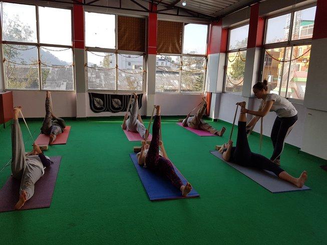 29 Tage 200-Stunden Yogalehrer Ausbildung und Emotionale Blockage Kurs in Rishikesh, Indien