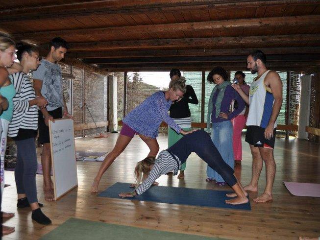 28 Tage 200-Stunden Yogalehrer Ausbildung und Thai Massage in Evia, Griechenland