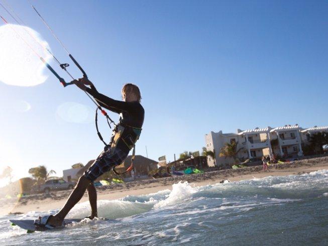 5 Days Beginner Kitesurfing Camp in Baja California Sur, Mexico