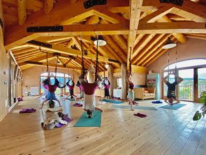 6 días de retiro de yoga aéreo, meditación y senderismo en los Pirineos