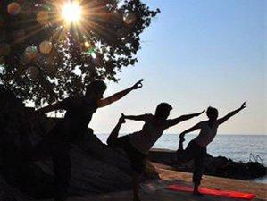 Yogawoche mit Yogastunden beim Sonnenuntergang, auf der autofreien Insel Susak in Kroatien