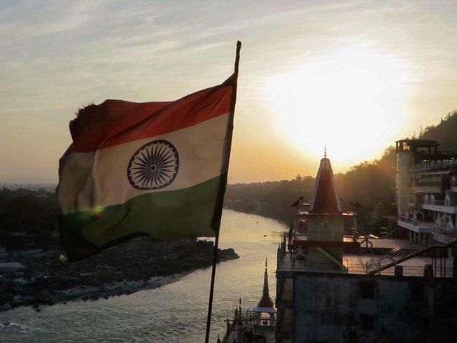 15 días retiro de meditación y yoga en Rishikesh y circuito budista en India