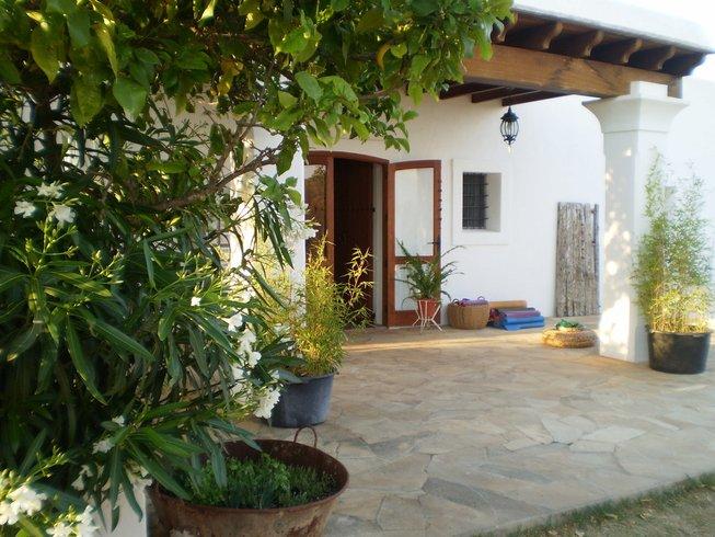 8 Tage Bett, Frühstück und Yoga Urlaub auf Ibiza, Spanien