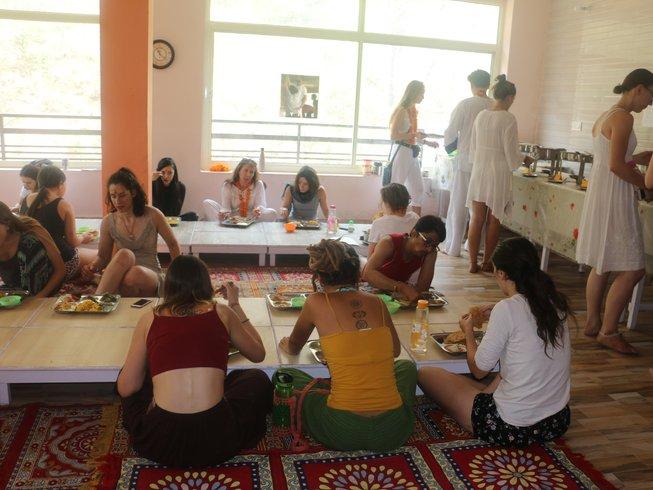 29 Jours 200h En Formation De Professeur De Yoga Fusion à Rishikesh Inde