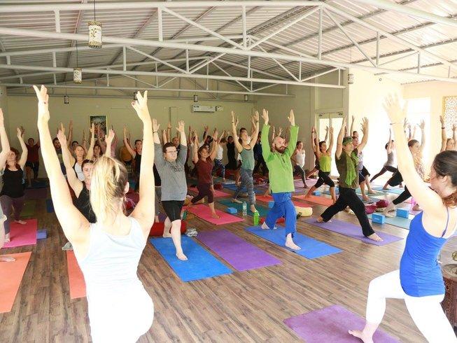 29 días profesorado de yoga intermedio y avanzado de 300 horas en Rishikesh, India