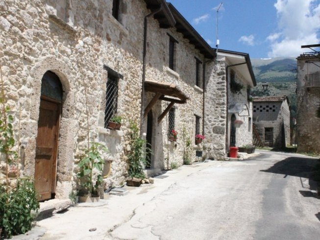 4 Days Authentic Farm Experience Yoga Retreat in Pescosolido, Italy