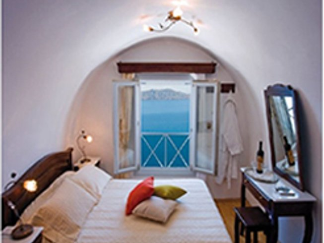 8 Days Luxurious Culinary Vacation in Santorini