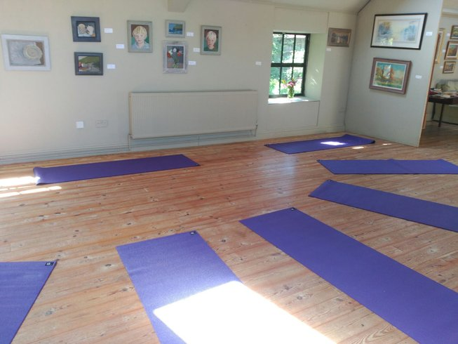 7 Days Yoga Retreat in Wiltshire Countryside, UK
