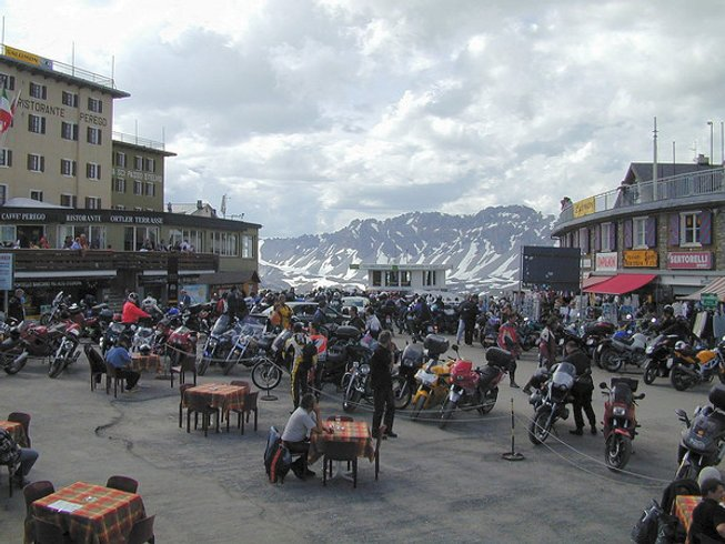 14 Days Extreme Motorcycle Tour Italy, Switzerland, and France