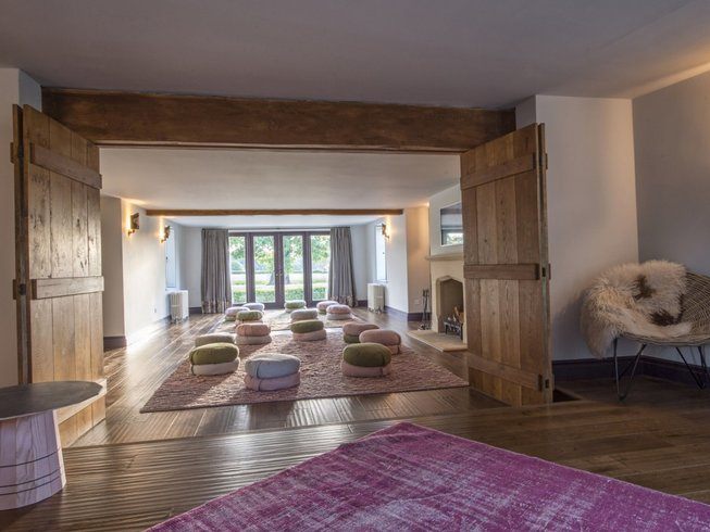 3 Days Luxurious Weekend Yoga Retreat in UK