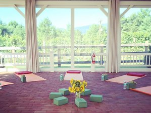 4 Days Luxury Yoga Retreat in Virginia, USA