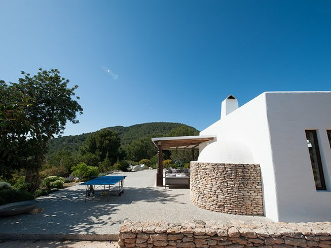 5 Days Boutique Detox and Yoga Retreat in Ibiza, Spain