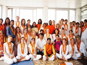 300-urige Vinyasa Yoga Docententraining in India