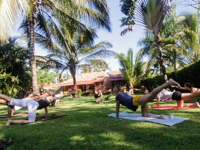 8 días de retiro de yoga y surf para mujeres en República Dominicana