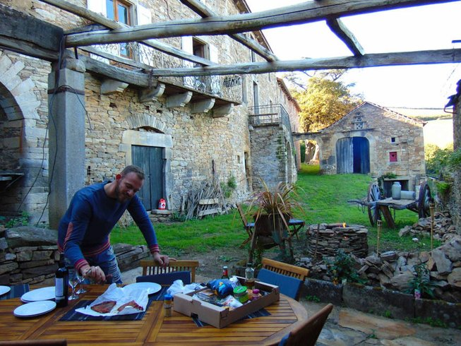 Stage de yoga en glamping sur une incroyable ferme du XXVIIIe siècle dans les Midi-Pyrénées