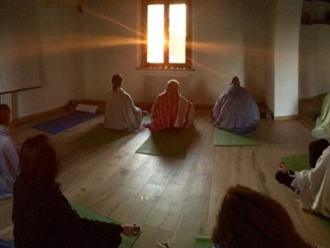 3 Days Weekend Dynamic Yoga, Trekking and Chestnut Tasting Retreat in Italy