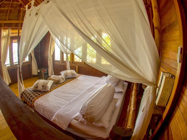 12 Days Deluxe Mentawai Surf Camp