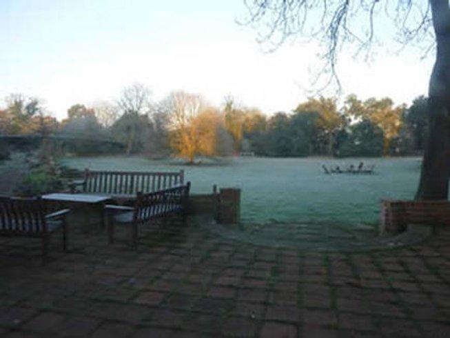 4 Days New Year Meditation Yoga Retreat in Oxfordshire, UK