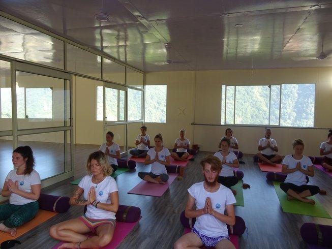 26 Tage 300-Stunden Yogalehrer Ausbildung & Emotionale Blockade Kurs in Rishikesh, Indien