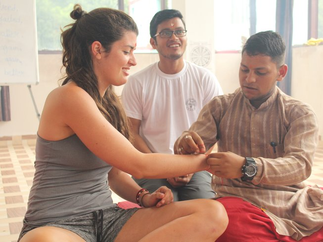 29 Tage 200-Stunden Vinyasa Flow Yogalehrer Ausbildung in Rishikesh, Indien