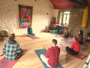 8 Day Juice Detox with Beginners Hatha Yoga Retreat in Melo, Guarda District