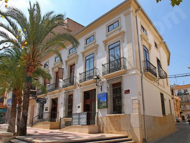 8 Days Luxury 4-Star Hotel Christmas Yoga Retreat Alicante, Spain