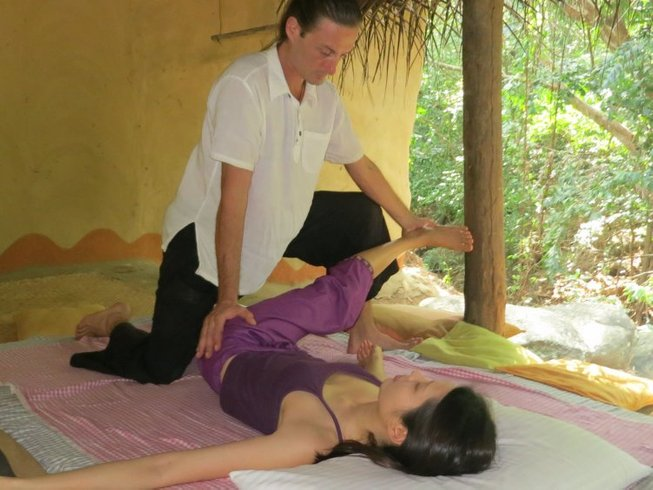 15 Days Iyengar Yoga Retreat in Sri Lanka