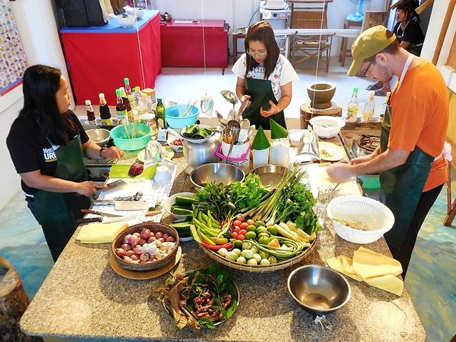 4 Days Mortarboard Table Cooking Holidays in Thailand