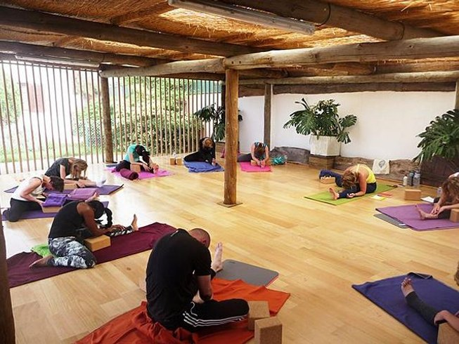 5 Days Surf and Yoga Retreat in Lisboa, Portugal
