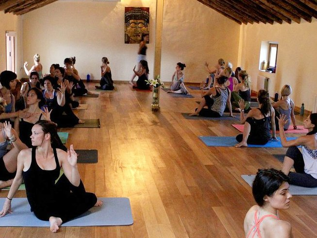 8 Days Ashtanga Yoga and Salsa Dancing in Spain