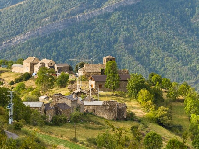 7 Days Cooking, Meditative Hiking, and Yoga Retreat in Vio, Spain