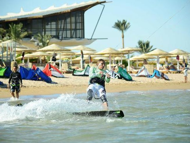 7 Days Thrilling Kitesurfing Surf Camp in Hurghada, Egypt