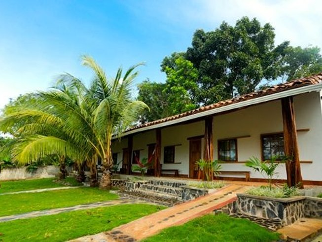"5 Days ""Off-Grid"" Yoga Surf Retreat in Panama"