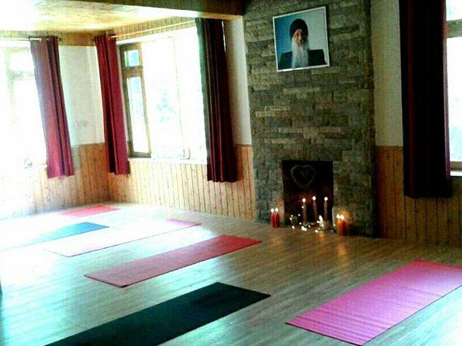 8 días retiro de yoga y bienestar para cuerpo y alma en los Himalayas, India