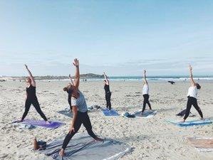 5 jours en vacances de yoga, surf et découverte de la Bretagne dans un bus aménagé à Plomeur