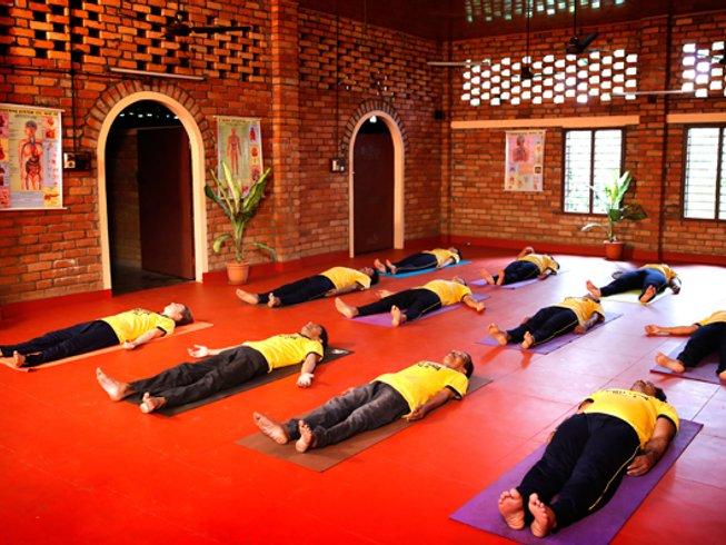 32 Tage 200-Stunden Yogalehrer Ausbildung in Kerala, Indien