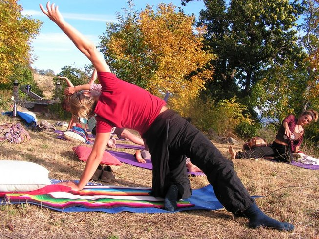 7 Days Raw Food, Hiking and Hatha Yoga Retreat in Spain