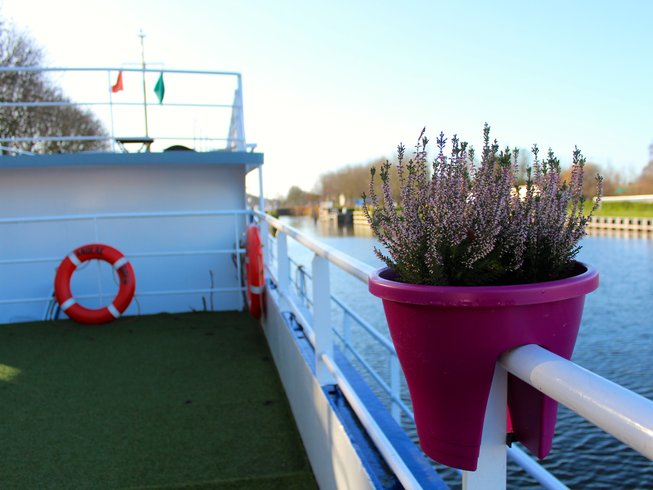 3 Days Relaxing Meditation Yoga Retreat on Boat in the Netherlands