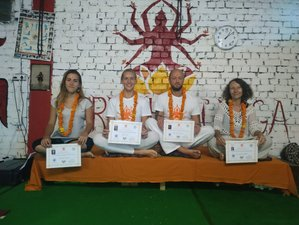 25 Tage 200-Stunden Intensive Yogalehrer Ausbildung in Rishikesh