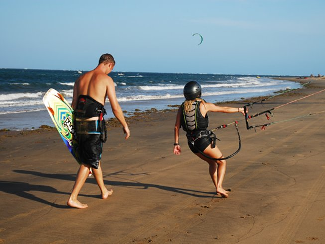 7 Days Beginner Kitesurfing Surf Camp in Kenya