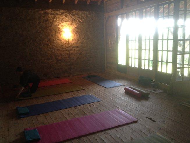 7 días retiro de yoga, posturas y meditación en Malleret-Boussac, Francia