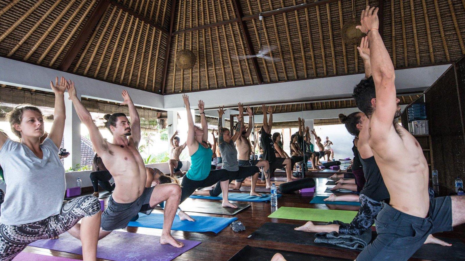 43 Vinyasa Yogalehrer Ausbildungen Auf Bali Bookyogaretreats